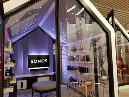 The game-oriented customer experience at the experiential Sonos Sound Booth (Source Ronny Max)   Behavior Analytics Academy